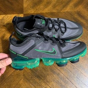 NIKE AIR VAPORMAX 2019 GS BLACK/GREEN SZ  WOMEN 8